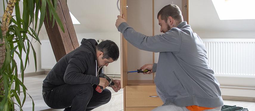 montáž a demontáž nábytku pro stěhování montování skříně