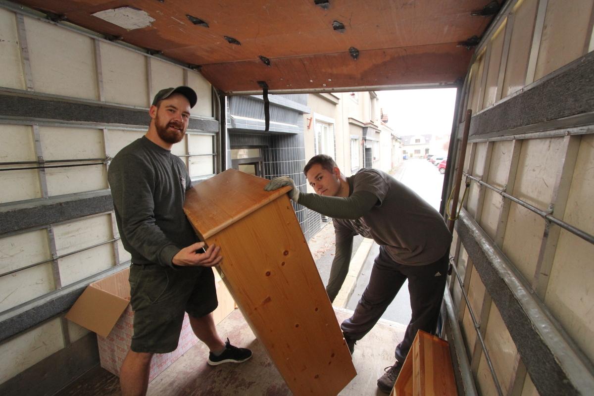 naši stěhováci stěhují skříň praha kralupy nad vltavou celá čr